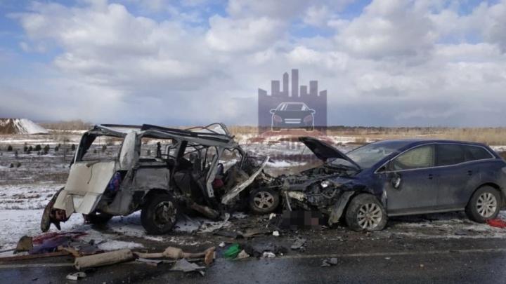 Трое человек погибли в страшной аварии под Красноярском: в машинах были дети
