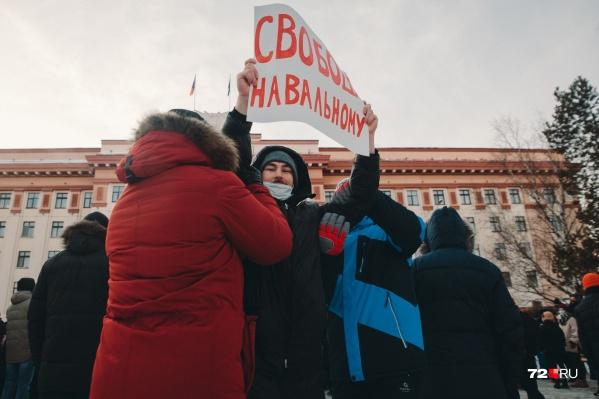 Среди митингующих было много людей в штатском, которые помогали задерживать вышедших на несогласованную акцию