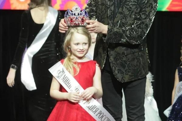7-летняя Варвара завоевала титул«Мини мисс России 2021»