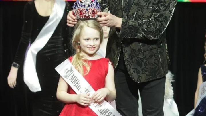 7-летняя девочка из Красноярска завоевала титул «Мини мисс России 2021»