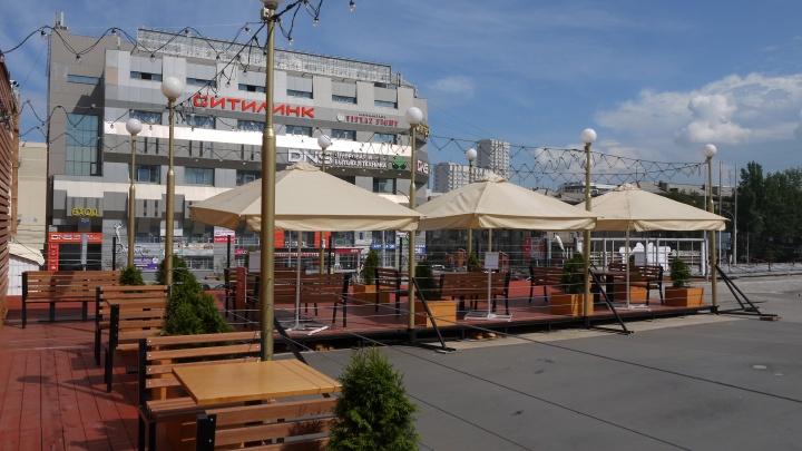 На крыше Центрального рынка появилась летняя терраса — туда можно приходить со своей едой