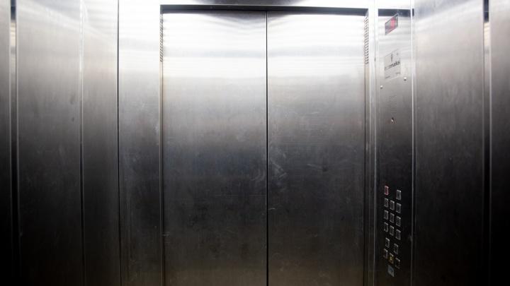 Зажал в лифте: в Ярославле на школьницу напал педофил