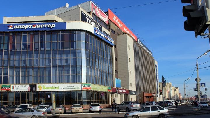 За падение льда с «Герцен Plaza» на девочку с мамой омской компании грозит штраф до 20 тысяч рублей