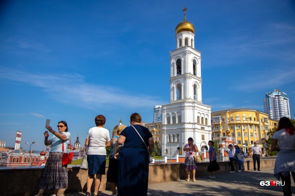 На одной из видовых площадок города: в сквере Пушкина
