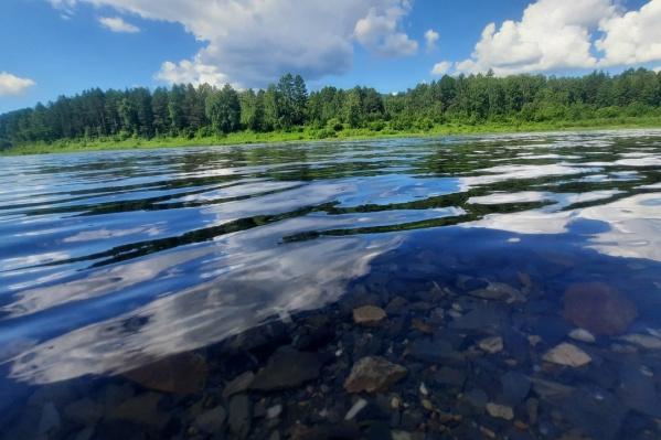 Река отличается сильным течением и глубиной