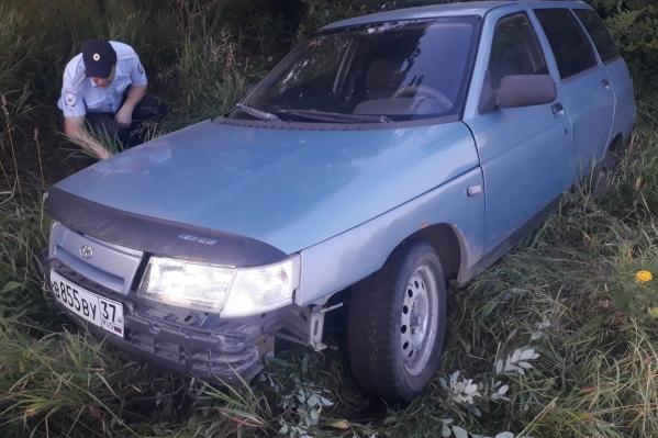 Водитель после аварии бросил свою машину и скрылся