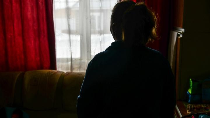 «Создал мне фальшивую страницу с чужими порноснимками». Как жертва семейного насилия победила агрессора