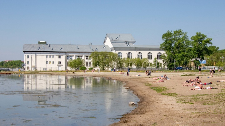 На озере Смолино в Челябинске утонул мужчина, отдыхавший на «путинском» пляже