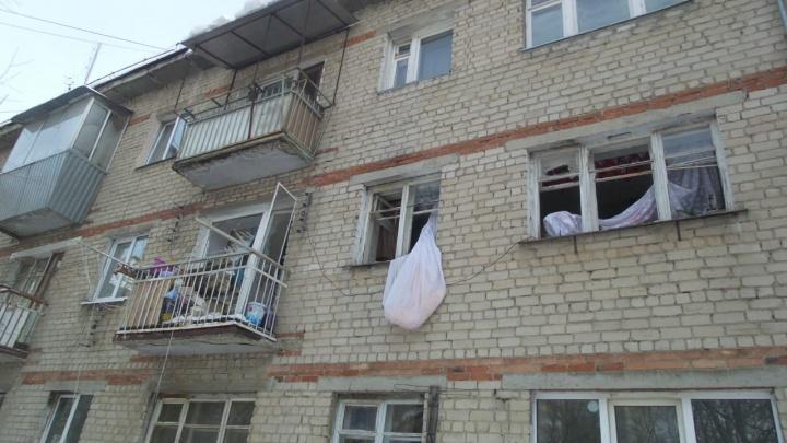 Хозяина увезли в больницу с ожогами. Публикуем фото из квартиры на Авиаторов, где произошел взрыв