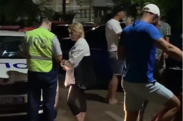 «Еще и возмущался»: ярославцы задержали пьяного лихача без прав. Видео