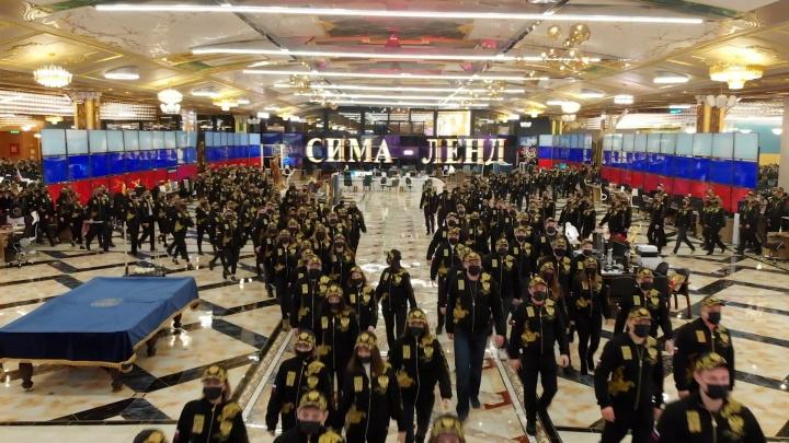 Армия сотрудников «Сима-ленда» сняла патриотический клип. Андрей Симановский объяснил зачем