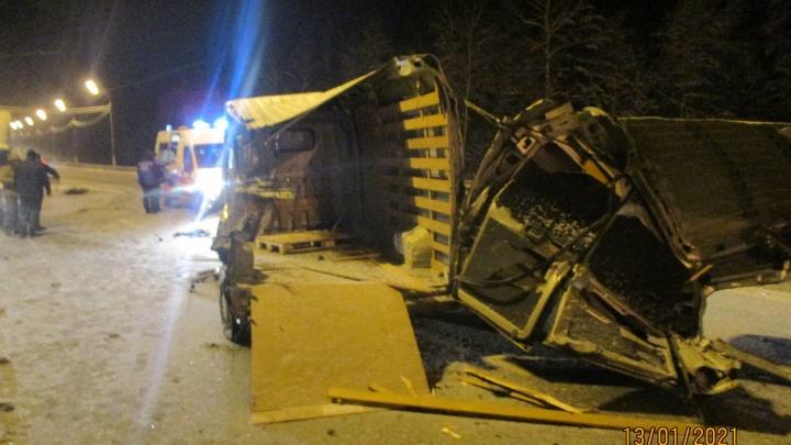 Водитель в больнице: на трассе в Ярославской области грузовик устроил массовое ДТП на встречке