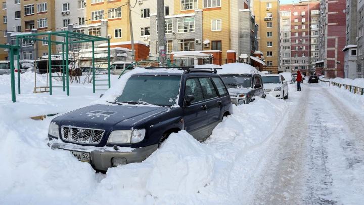 Выкинуло из колеи или закопали машину? Разбираем типичные ситуации на нижегородских дорогах зимой с автоюристом
