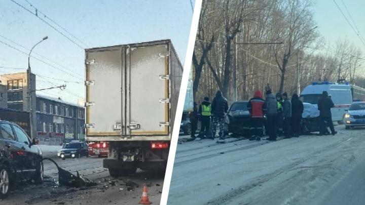 В Новосибирске произошло два тройных ДТП — после одного из них в больницу увезли 5-месячного ребенка