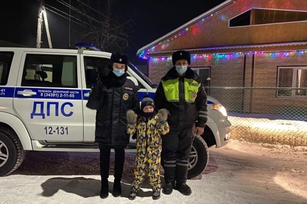 Саша мечтает и сам стать полицейским, когда вырастет