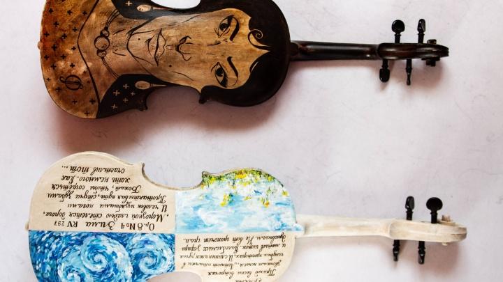 Омские художники разрисовали скрипки музыкантов камерного оркестра
