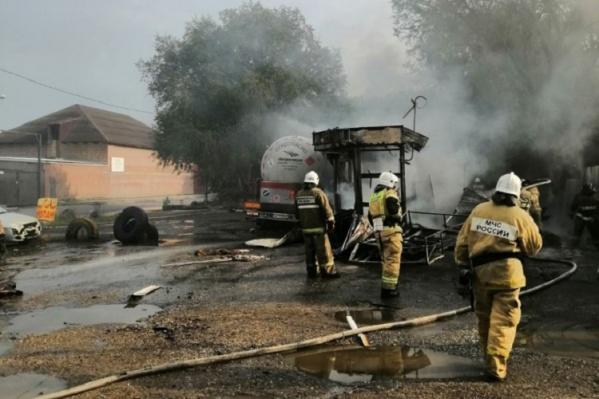 Огонь распространился на площади 50 квадратных метров