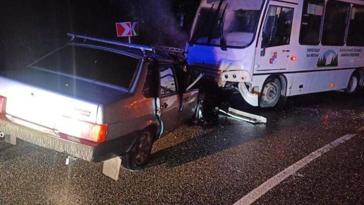 Человек погиб в ДТП с маршруткой в Сочи