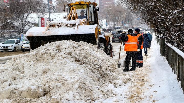 Белый снег — «красные» дороги: Нижний Новгород вновь стоит в 9-балльных заторах из-за метели