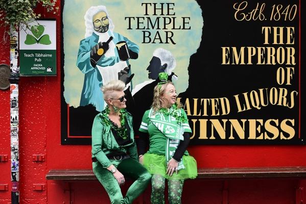 Если заморочиться с визой сейчас, то День святого Патрика (он в марте) можете отгулять с ирландцами
