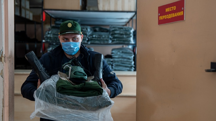Как в этом году готовят на службу новосибирских призывников. 10кадров со сборного пункта