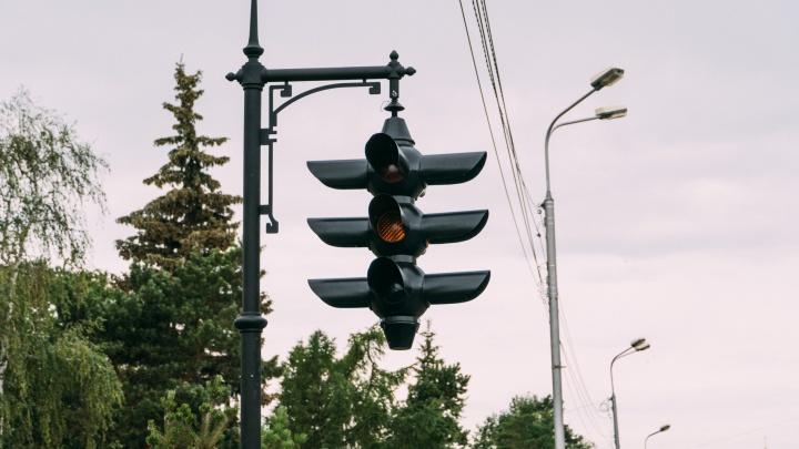 Светофор стал шестнадцатой скульптурой на 750-метровом Любинском проспекте. А какие там еще есть?