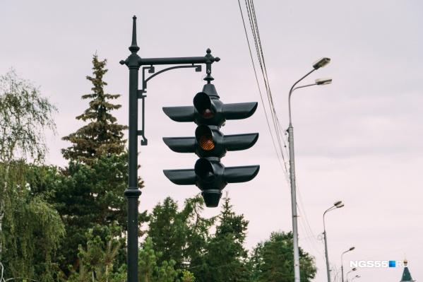 Светофор не светится — это просто памятник