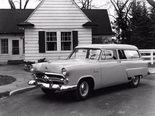 Ford Mainline 1952 года легко спутать с «Волгой», производство которой стартует четырьмя годами позднее