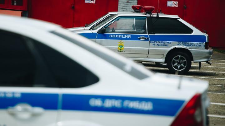 В Краснодаре 5 человек пострадали в машинах, влетевших в отбойник. Среди них 2 подростка