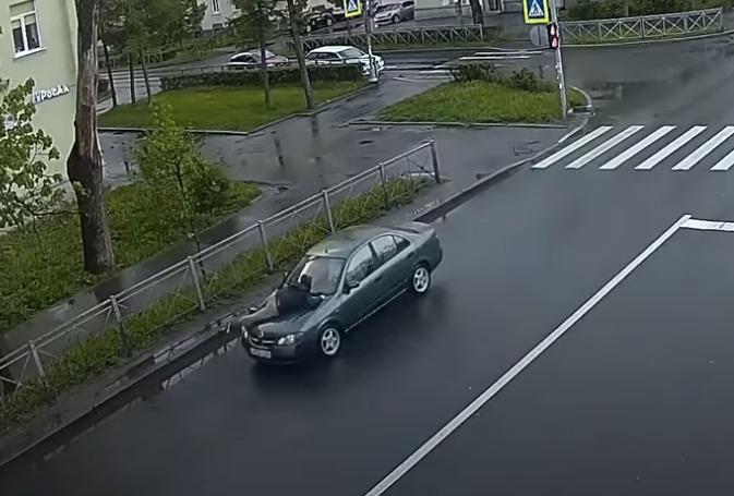 Кадр из видео в YouTube-канале «Транспортный КОЛЛАПС г. Красное Село»