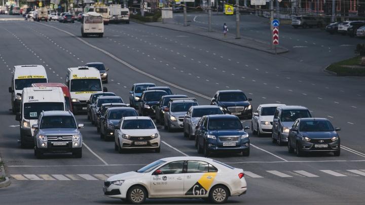 В городах России подорожают поездки на такси. А что в Челябинске?