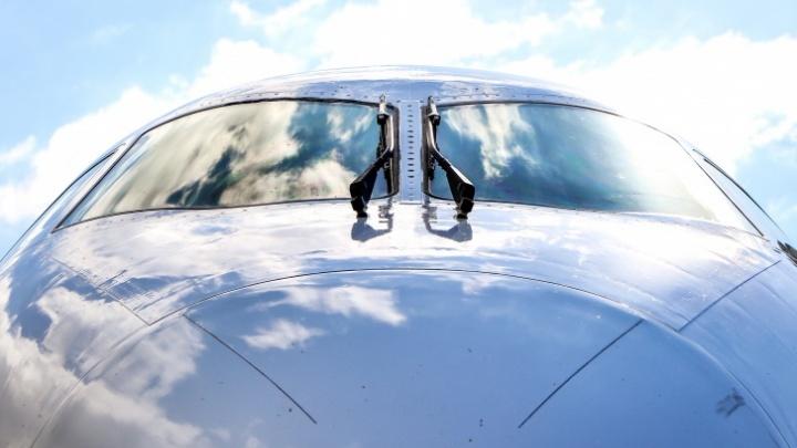 Самолет, летевший из Москвы в Магнитогорск, совершил экстренную посадку из-за трещин в лобовом стекле