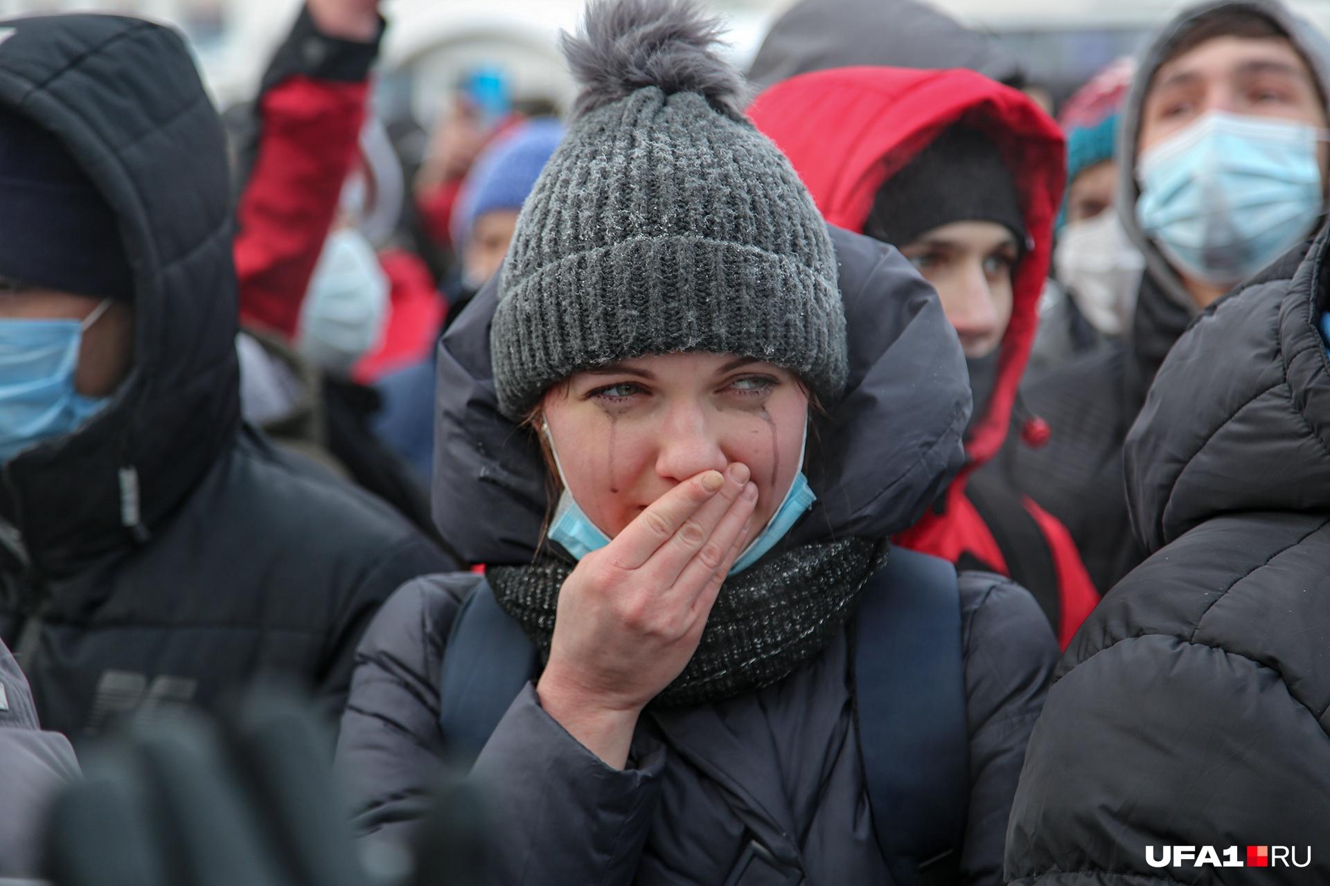 Трудно сдержать слезы, когда свои права на нормальную жизнь приходится отстаивать на морозе в протестной акции