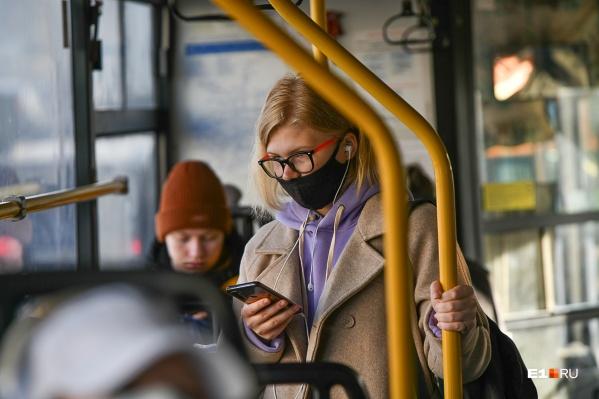 Чтобы не подхватить COVID-19 и ОРВИ, носите маску и чаще мойте руки!