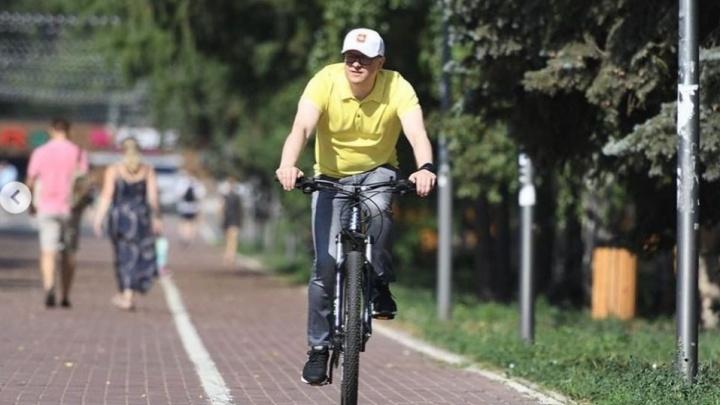 Алексей Текслер прокатился по Челябинску на велосипеде и кое-что придумал