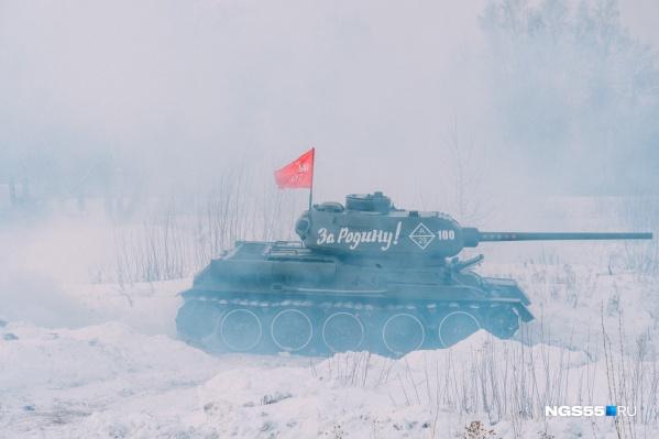 В реконструкции выступил отреставрированный Т-34