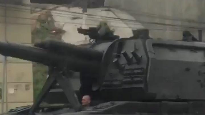 Никогда такого не было: в центре Волгограда военные потеряли самоходную артиллерийскую установку