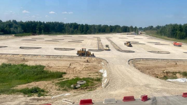«В городе столько народа нет»: зачем под канатной дорогой на Бору строят парковку на 520 мест