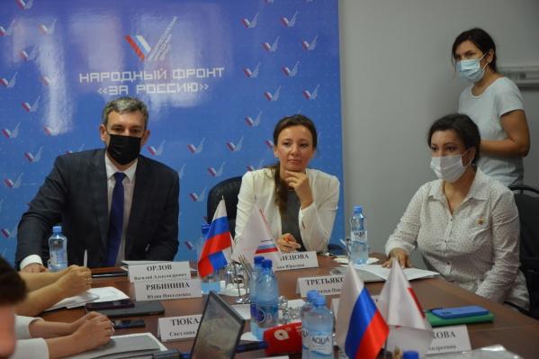 Детский омбудсмен Анна Кузнецова (в центре)