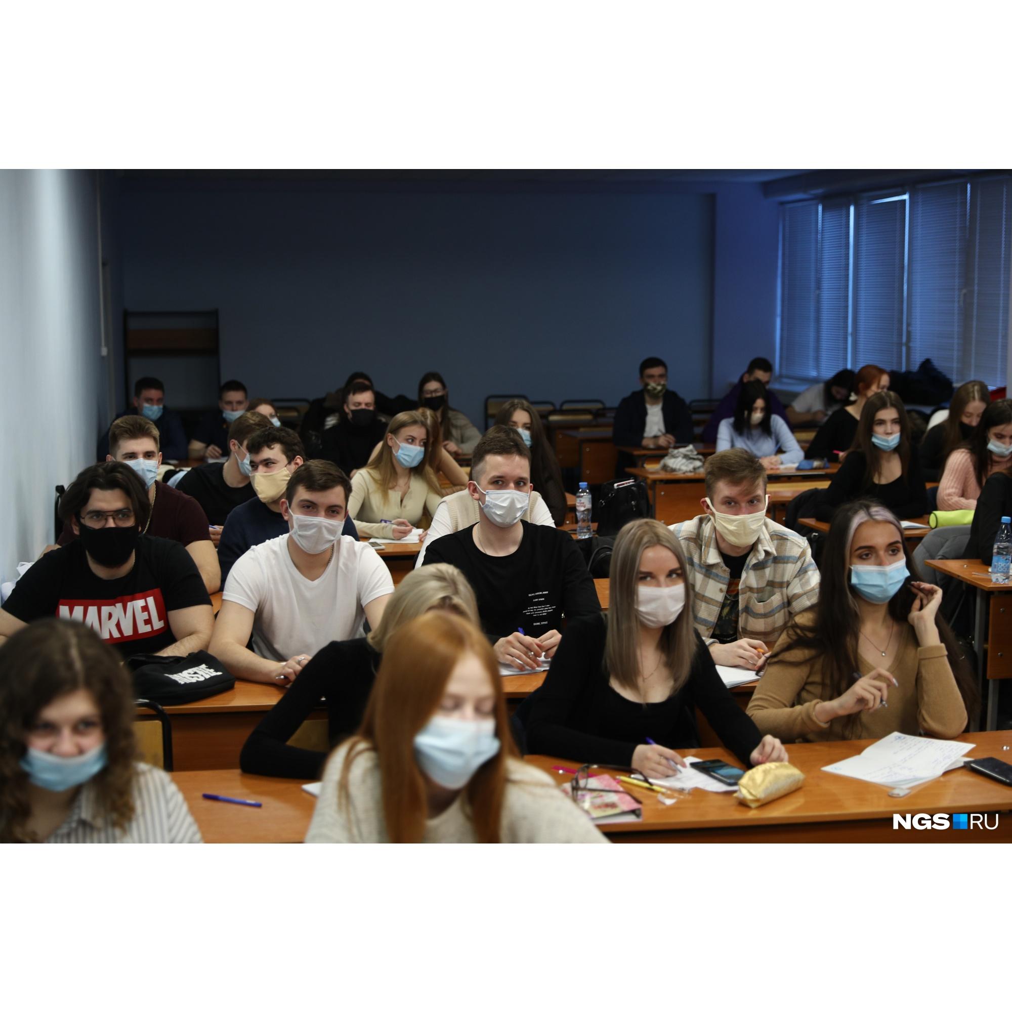 Соблюдать социальную дистанцию в небольших кабинетах трудно