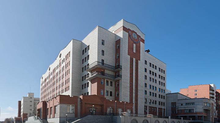 Переделают под айтишников: здание Центробанка в Екатеринбурге, построенное в 90-е, реконструируют