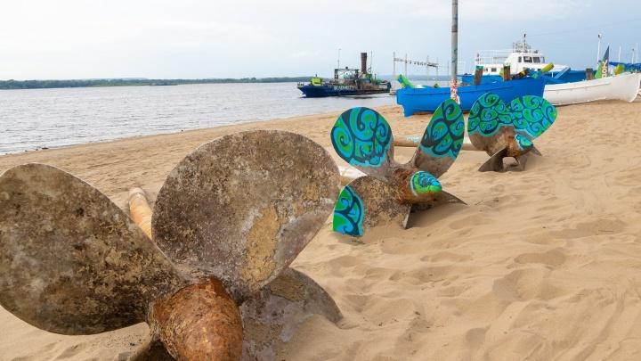 Расписные корабли и цветные лопасти: показываем, как преобразили пляжи Самары к «ВолгаФесту»