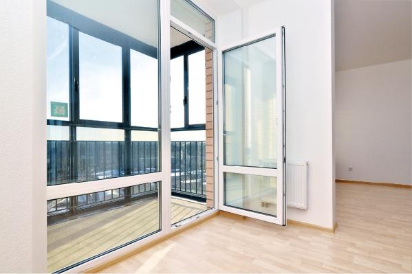 Окна в пол при выходе в лоджию делают квартиры на 25% светлее — это стандарт «Атомстройкомплекса»