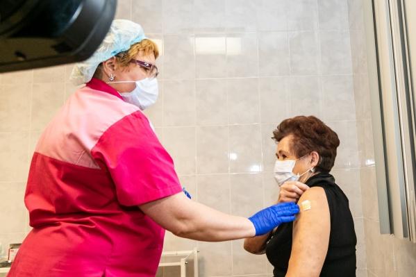Партия вакцины «ЭпиВакКорона» поступила в регион накануне