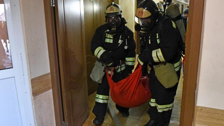 «Постоянно в долгах»: ярославские пожарные показали своимизерные зарплаты