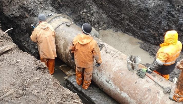 «Справились оперативно»: в дома архангелогородцев после аварии на «тысячнике» возвращается вода