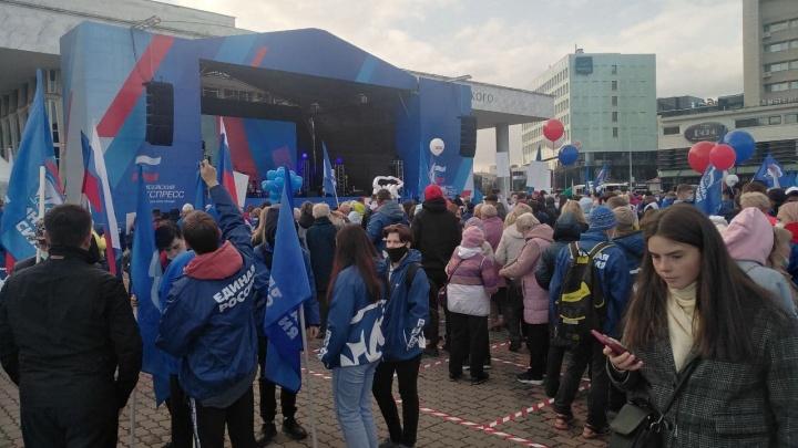 Сторонники «Единой России» собрались на концерте «Енисейского экспресса», организованном Минкультуры