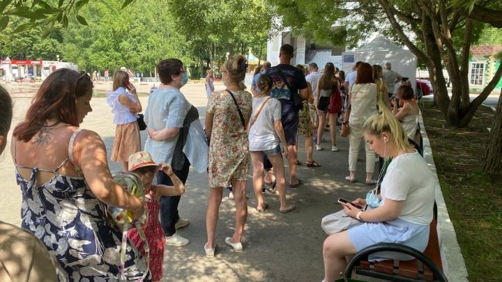 Мобильный пункт вакцинации в Парке Горького на четыре часа возобновит работу