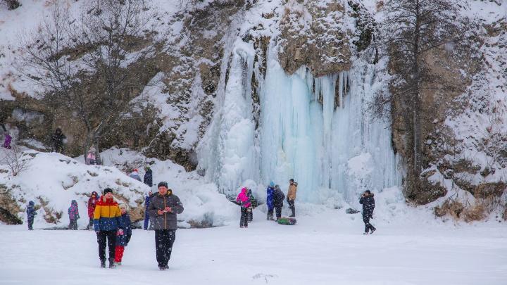 Ледяная борода седого Урала: едем из Уфы полюбоваться замерзшим Зеркальным водопадом на реке Инзер
