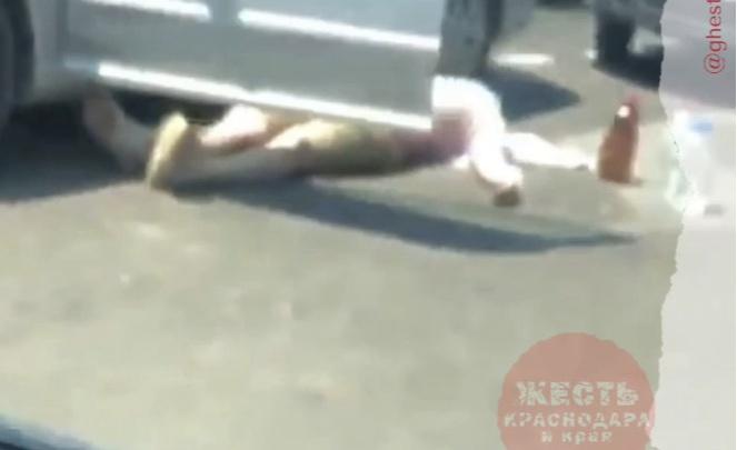 В Краснодаре на улице Красных Партизан мужчина умер за рулем автомобиля